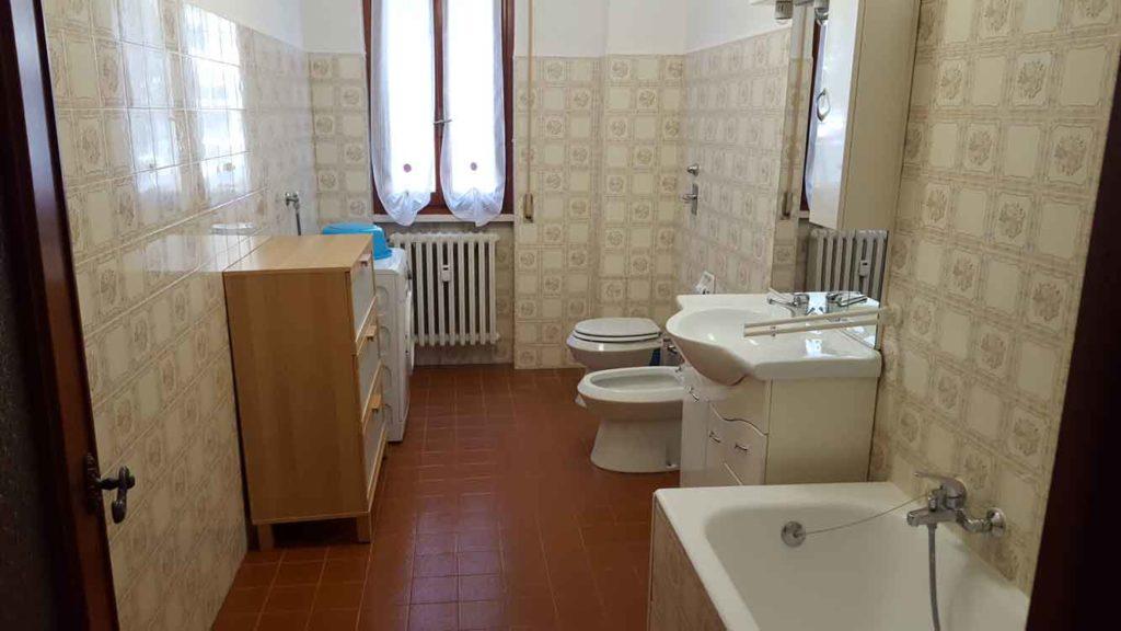 Bilocale via gramsci 13 appartamenti affitto humanitas rozzano cristina case - Arredo bagno via gramsci genova ...